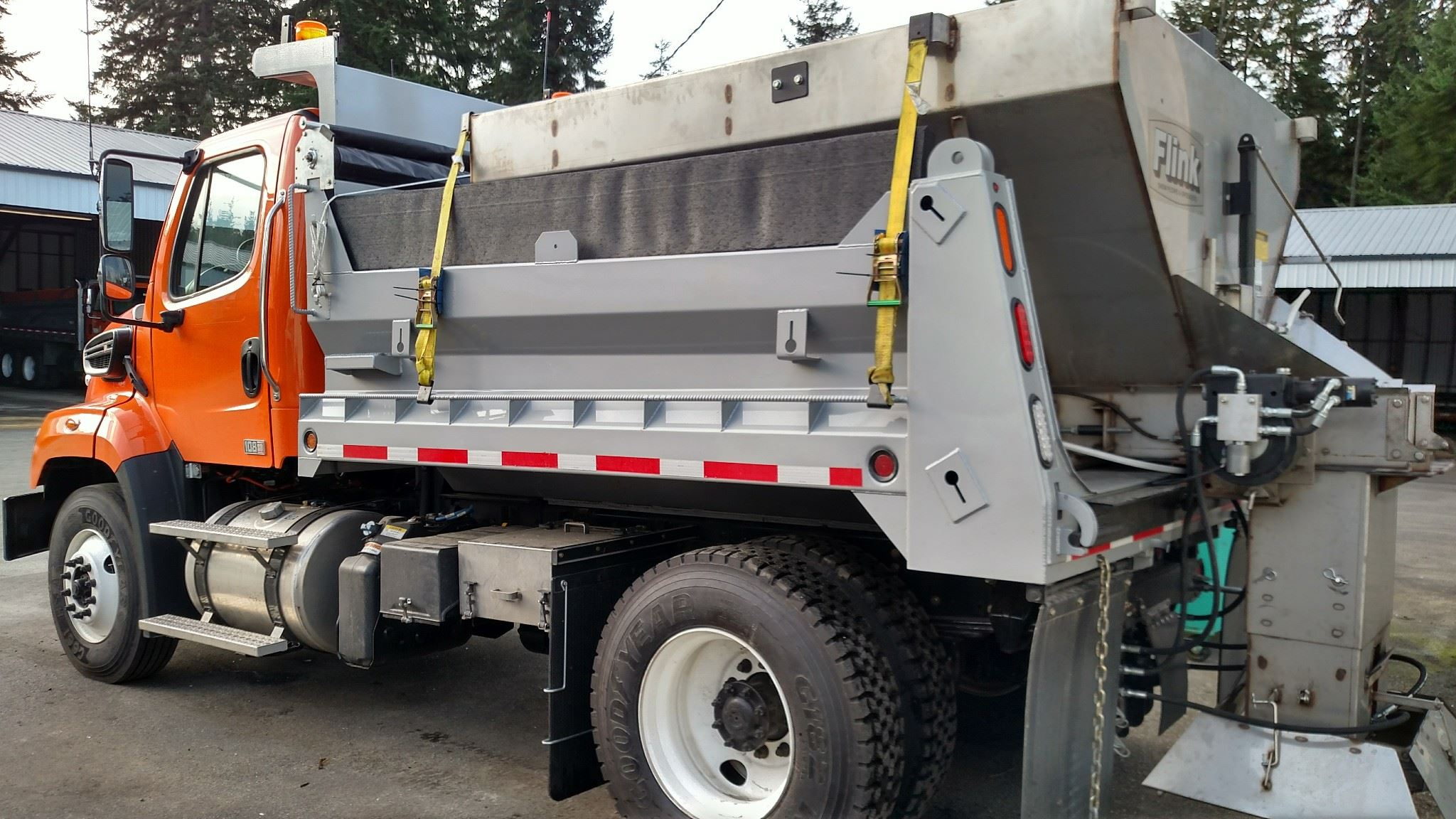 Five-year truck with spreader